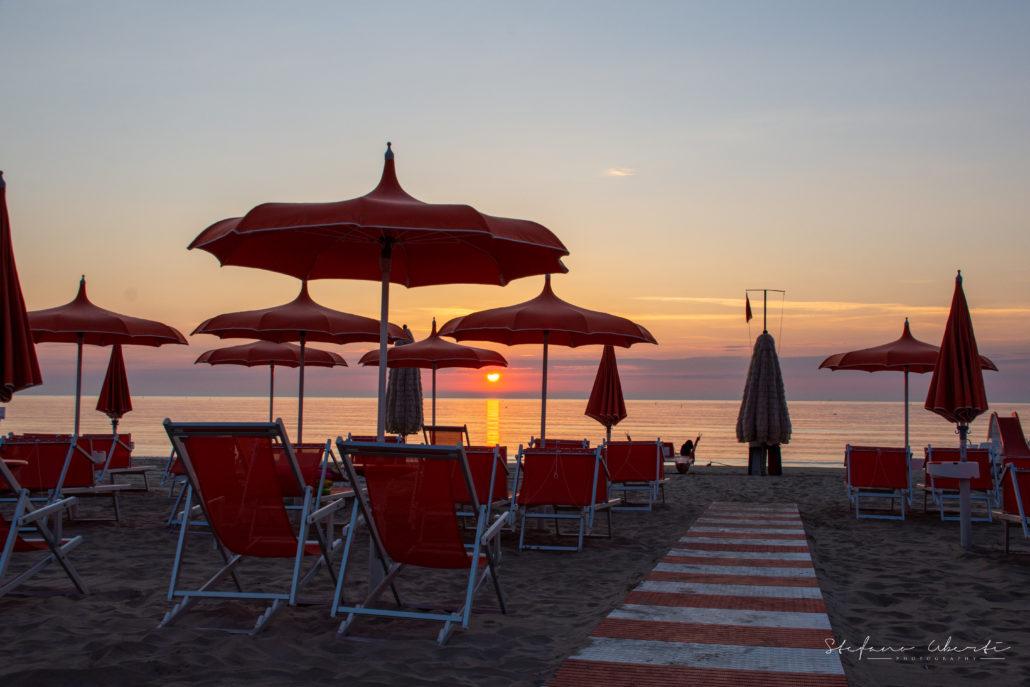 Prenota la tua vacanza al mare a Lido Sunshine, Tortoreto, per avere la più alta qualità nei servizi e nel paesaggio.